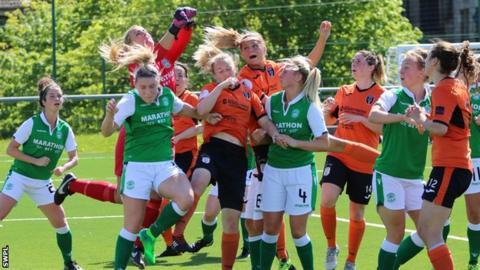 Glasgow City and Hibernian compete for a corner kick