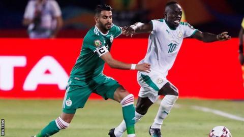 Riyad Mahrez playing against Sadio Mane