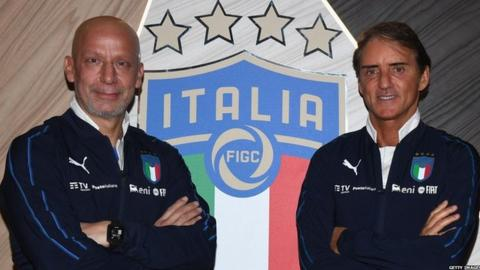 Gianluca Vialli (left) and Italy manager Roberto Mancini