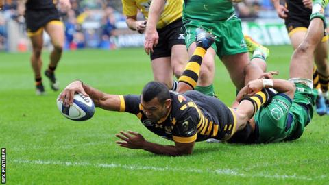 Kurtley Beale scores a try seven minutes into his Wasps debut against Connacht