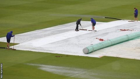 Lord's groundsmen