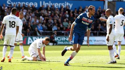 Peter Crouch scores