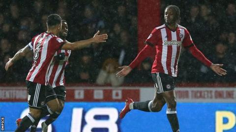 Brentford celebrate Romaine Sawyers' opening goal