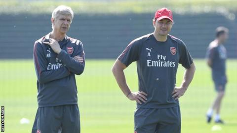 Arsene Wenger and Jens Lehmann in an Arsenal training session