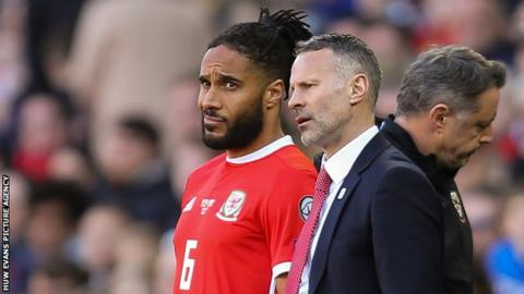 Ashley Williams: Wales captain nears Bristol City deal