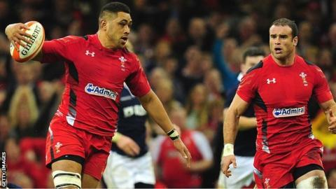 Taulupe Faletau and Jamie Roberts in action for Wales