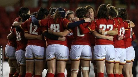 Wales women huddle
