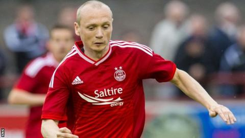 Willo Flood in action for Aberdeen