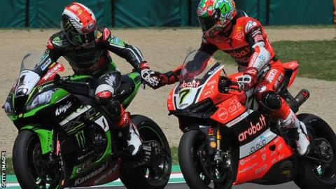 Jonathan Rea lost out to Chaz Davies in a close race two at Aragon on Sunday