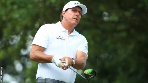Phil Mickelson nearly misses tee time after hotel 'struck by lightning'