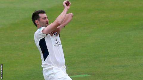 Tim Murtagh bowling for Middlesex
