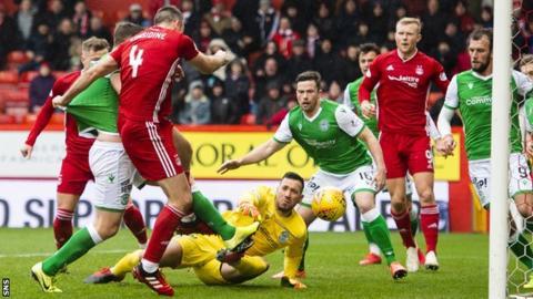 Andrew Considine scores for Aberdeen against Hibernian