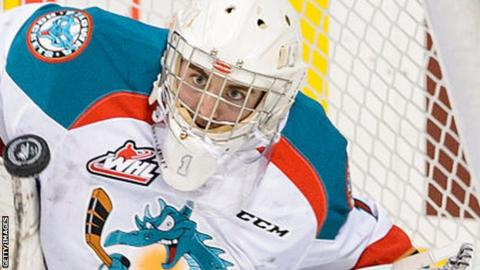 Jackson Whistle in action for the Kelowna Rockets