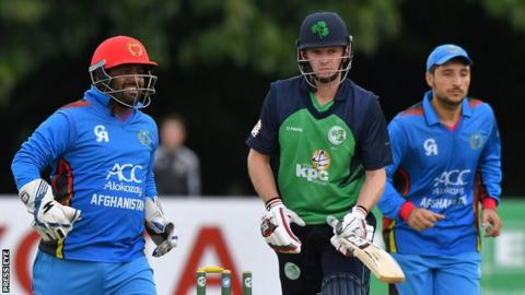 William Porterfield hit 25 before being dismissed by Mohammad Nabi