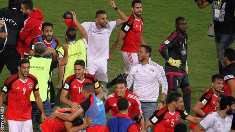 Egyptian players celebrate qualifying for the 2018 World Cup
