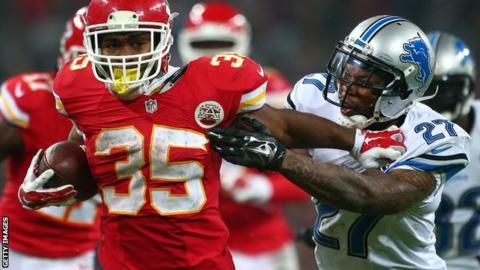 Kansas City Chiefs' Charcandrick West bursts past Detroit Lions' Glover Quin