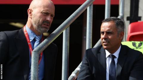 Mark Bowen (left) with Reading boss Jose Gomes