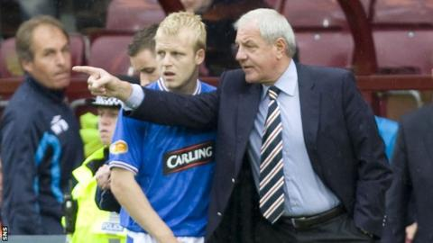 Walter Smith makes a point to Steven Naismith during their time at Rangers