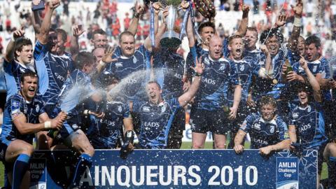 Cardiff Blues lift trophy