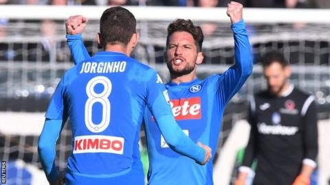Mertens keeps Napoli top of Serie A