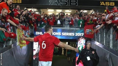 Sam Warburton bids farewell to supporters at Eden Park