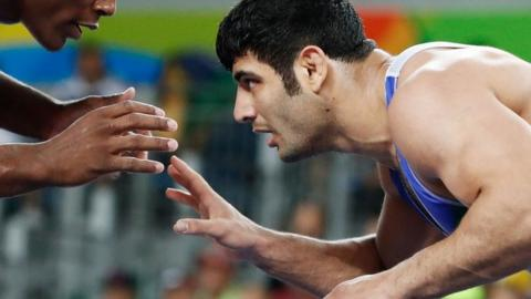 """In this file photo taken on August 20, 2016 shows USA's J'den Michael Tbory Cox (red) wrestling with Iran's Alireza Mohammad Karimi Mashiani in their men""""s 86kg freestyle quarter-final match during the wrestling event of the Rio 2016 Olympic Games"""