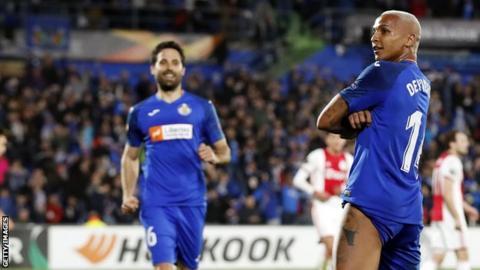 Deyverson celebrates scoring for Getafe against Ajax