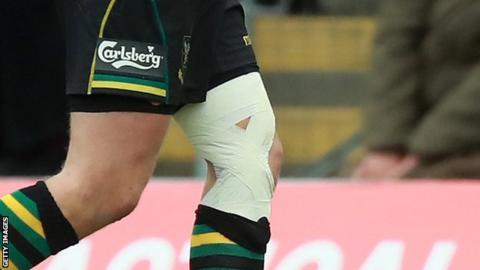 Dan Biggar's heavily strapped left knee
