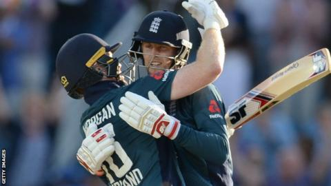 Eoin Morgan and Joe Root celebrate as Englad beat India in the decisive third ODI in summer 2018