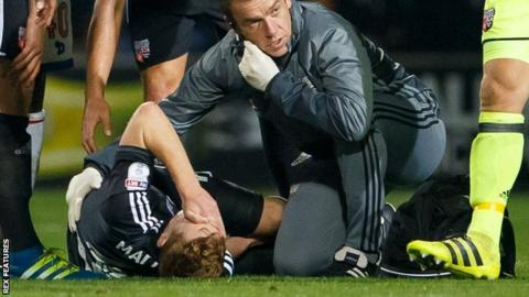 Lewis Macleod knee injury for Brentford v QPR