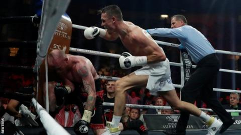 Smith hurt Groves, who retreated to the corner of the ring where a crucial body shot was landed to end the contest