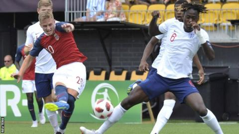 Simen Bolkan Nordli of Norway kicks the ball past Trevoh Chalobah of England