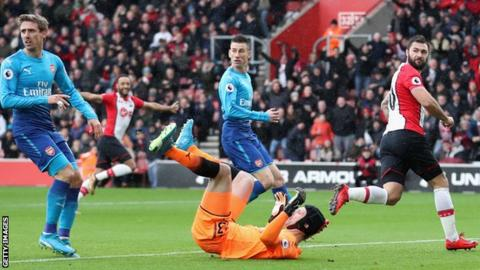 Charlie Austin scores for Southampton against Arsenal