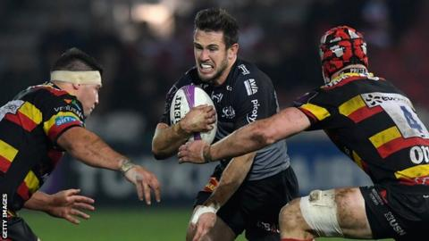 La Rochelle fly-half Zack Holmes in action against Gloucester