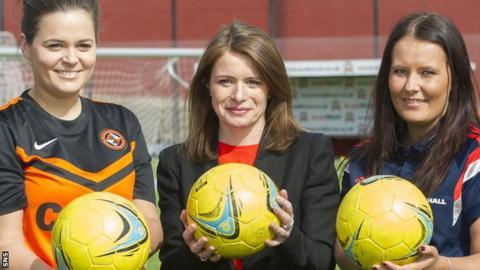 Justine Mitchell (centre)