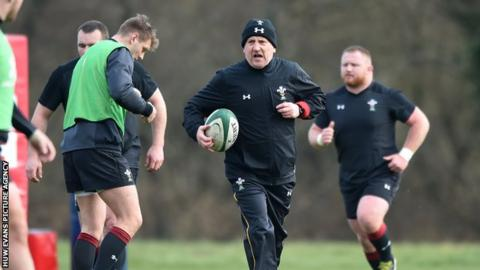 Shaun Edwards taking Wales training