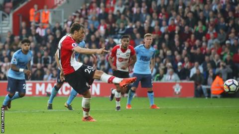 Manolo Gabbiadini scores Southampton's equaliser from the penalty spot against Newcastle