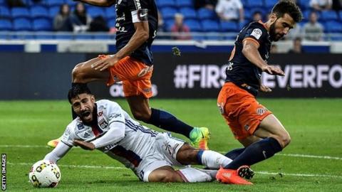 Montpellier defender Mathieu Deplagne (right)