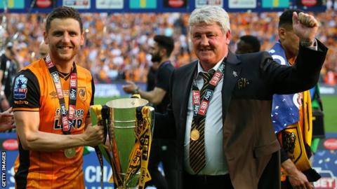 Alex Bruce and Steve Bruce celebrate winning the Championship play-off final against Sheffield Wednesday in 2016