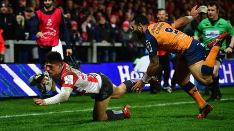 Louis Rees-Zammit scores a try against Montpellier