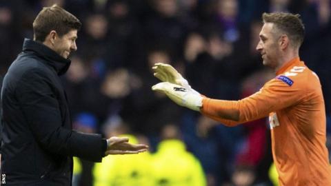 Rangers manager Steven Gerrard congratulates Allan McGregor