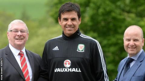 FAW president David Griffiths (left) and chief executive Jonathan Ford (right) with Chris Coleman after it was announced that he would continue as Wales manager in May 2016