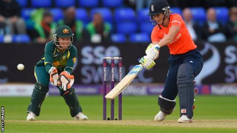 Charlotte Edwards batting for England