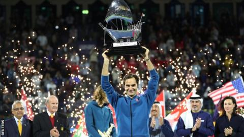 Roger Federer lifts the Dubai Tennis Championships trophy
