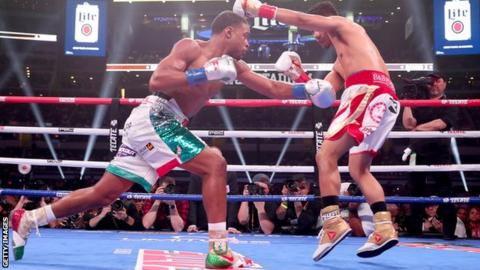 Errol Spence Jr beats Mikey Garcia to retain IBF welterweight title