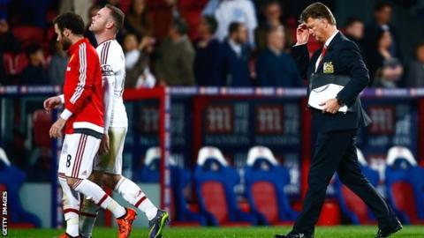 Louis van Gaal leaves the field after the draw at Palace