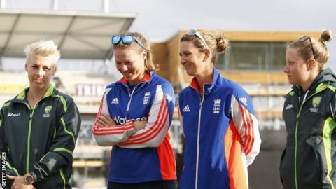 Elyse Villani, Anya Shrubsole, Charlotte Edwards and Alyssa Healy
