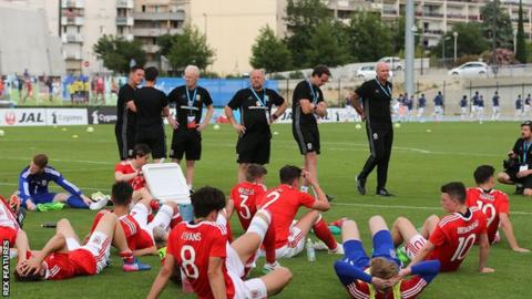 Wales' players look dejected after the Toulon tournament