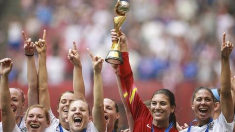 Hope Solo lifts the Women's World Cup in 2015