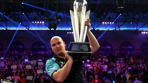 Cross stuns retiring Taylor to claim world title